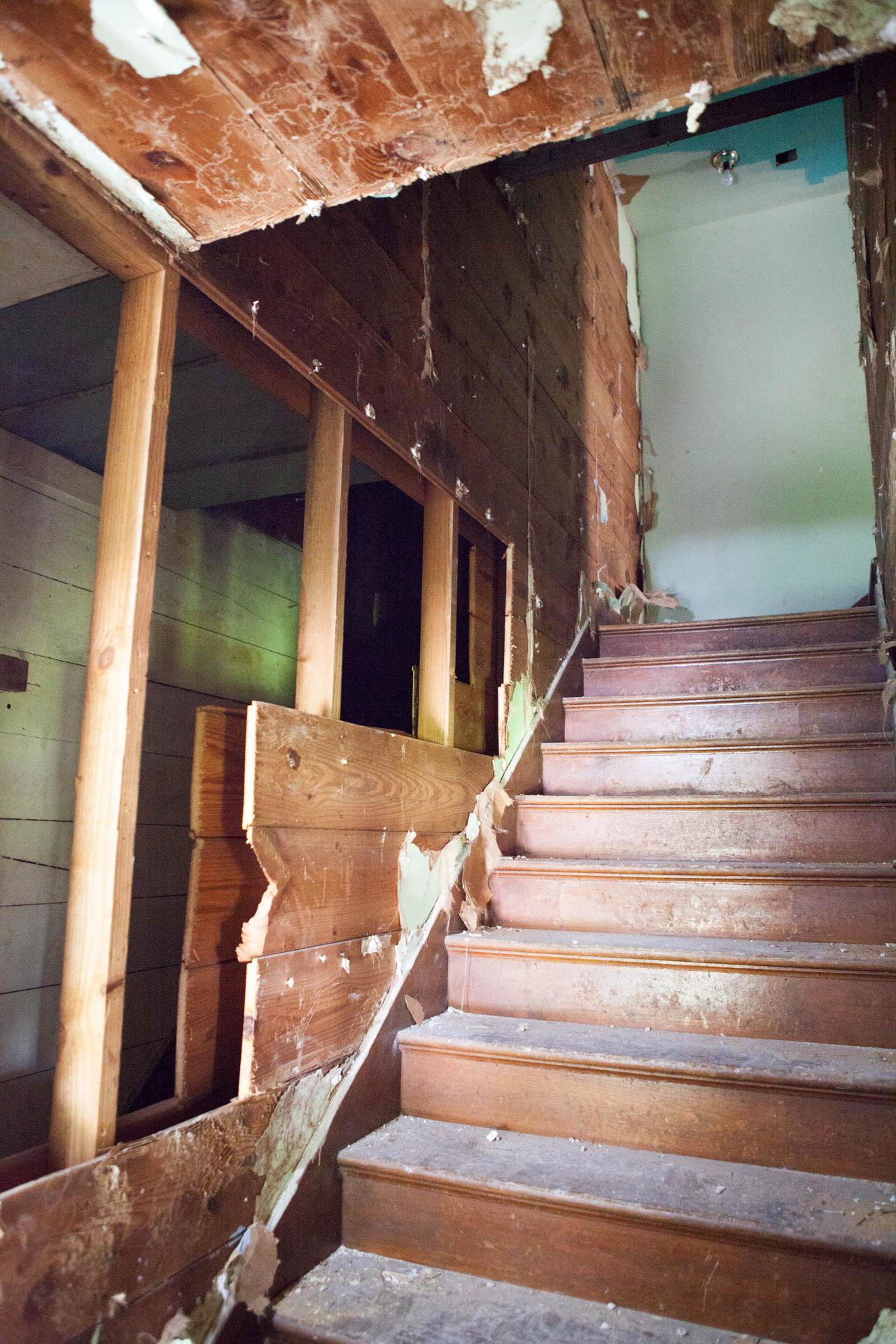 House-flipping-Houston-Treppenhaus-Haus-alt